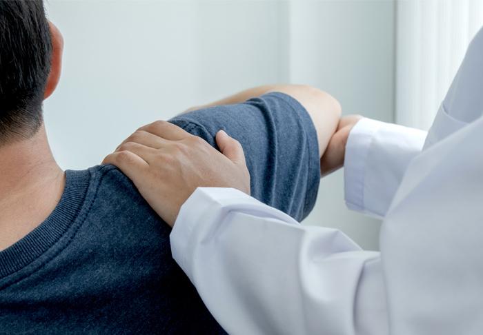 Patient bei sportmediziinischer Begutachtung